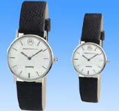 Fashion jewelry suppliers direct import wholesale shop offering round face fashion watch set with black leather band design.